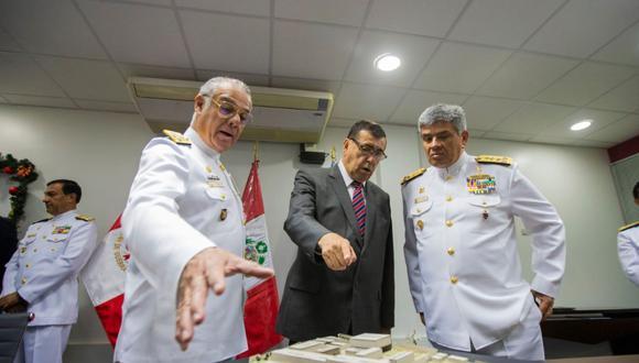 El convenio fue firmado entre el gobernador Dante Mandriotti y oficiales de la Marina. (Marina de Guerra)