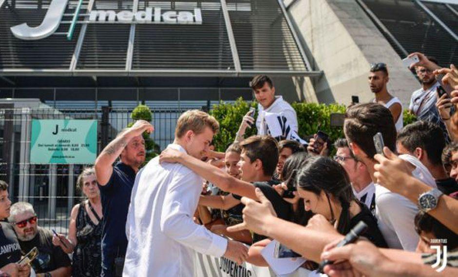 Juventus aseguró a Matthijs de Ligt por 85,5 millones de euros. Varios aficionados del club lo recibieron en el centro médico en el que pasó pruebas. (Foto: @juventusfc)