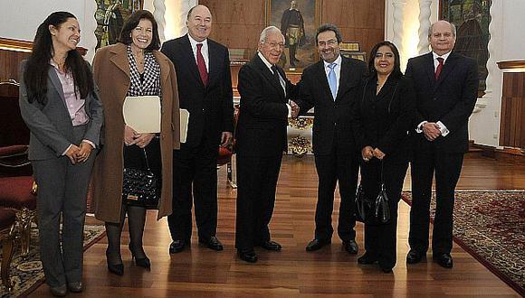 Para la foto. Los asistentes a la cita posan en Palacio de Gobierno. (Andina)
