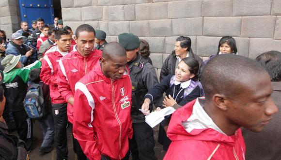 EUFORIA TOTAL. La selección fue bien 'arropada' por los cusqueños. Hoy parten a Bolivia. (Rolly Reyna/USI)