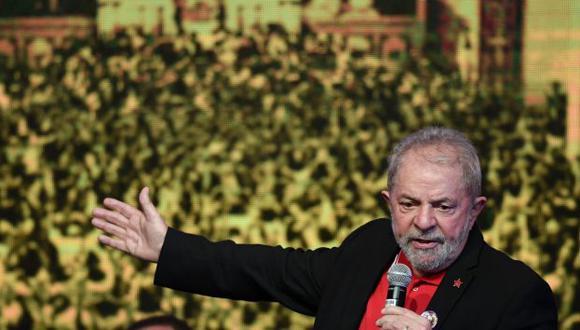 Condenan a Lula a 9 años y medio de prisión por corrupción. (EFE)