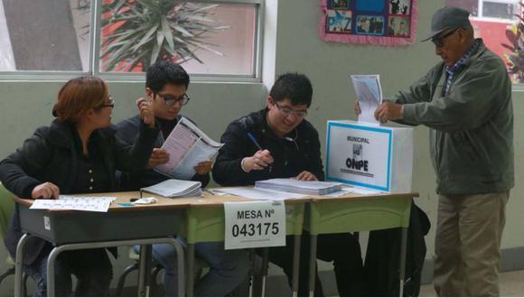 Magistrado del JNE señaló que se debe garantizar presencia de miembros de mesa en el próximo proceso electoral. (Foto: ONPE)