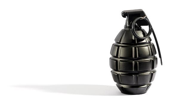Personal de la Unidad de Desactivación de Explosivos (UDEX) de la Policía Nacional del Perú (PNP) también se hizo presente en el lugar para proceder a hacer explotar la granada. (Getty)