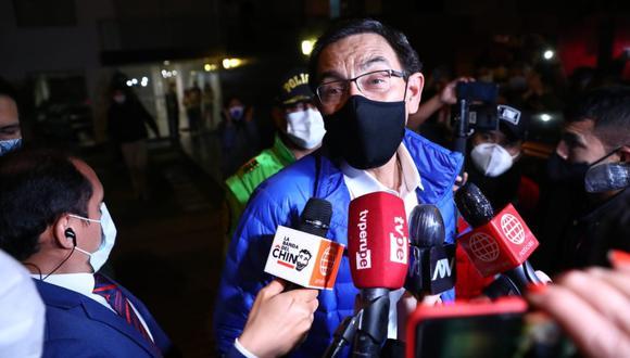 Martín Vizcarra declaró desde las afueras de su casa en San Isidro. (Foto: GEC)