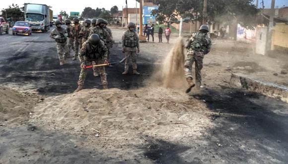 La Libertad: Militares llegaron a protesta y desbloquearon varios tramos de la Panamericana Norte