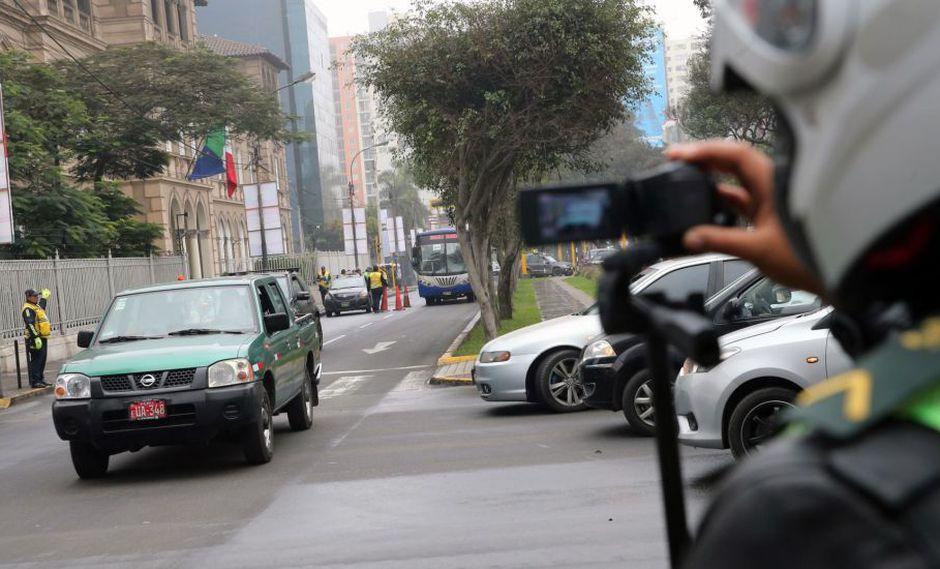 El plan Pico y placa es una medida de restricción obligatoria en el área urbana dirigida a vehículos privados en horarios 'pico'. (Foto: Andina)