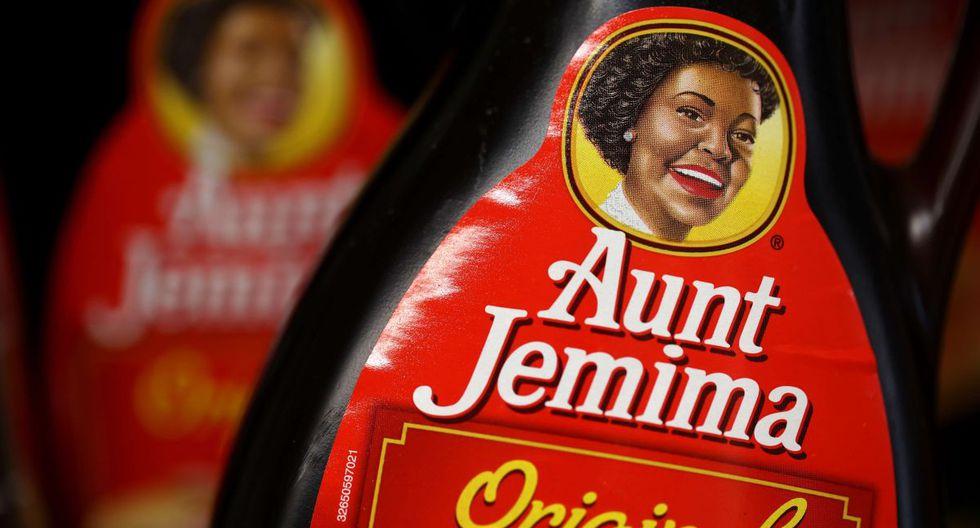 Las botellas de jarabe para panqueques de Aunt Jemima se muestran en un estante en Scotty's Market el 17 de junio de 2020 en San Rafael, California. (AFP/Justin Sullivan).