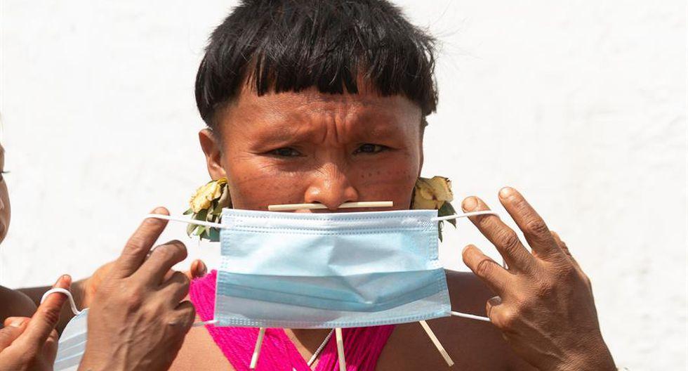 La tierra Yanomami es un horizonte infinito de selva virgen, pero desde el cielo son visibles las heridas abiertas por la fiebre del oro. (EFE/Joédson Alves).