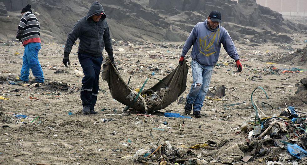 En la jornada de limpieza participaron vecinos, miembros de la Marina de Guerra del Perú, ambientalistas y personal de la Municipalidad de Ventanilla. (Difusión)