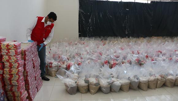 Más de 1.100 funcionarios y servidores públicos fueron beneficiados con la entrega de canastas. (Foto: Contraloría)