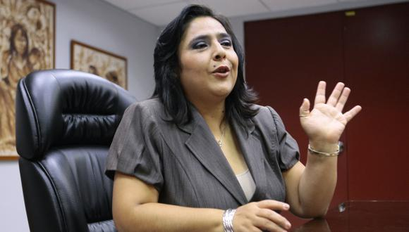 ¿ES LA VOCERA? Ante el silencio del primer ministro, Ana Jara parece la portavoz del Gobierno. (David Vexelman)
