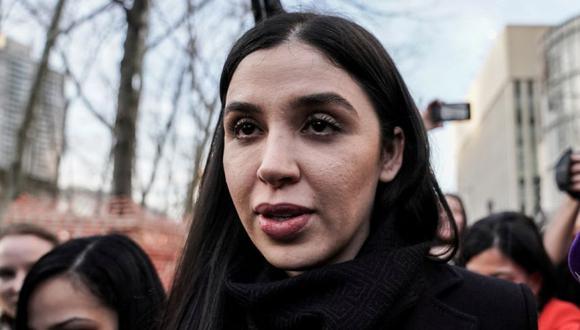 """FOTO DE ARCHIVO: Emma Coronel Aispuro, esposa de Joaquín Guzmán, el narcotraficante mexicano conocido como """"El Chapo"""", sale del Tribunal Federal de Brooklyn durante el juicio en el distrito de Brooklyn de Nueva York, EE.UU. (REUTERS/Jeenah Luna)."""