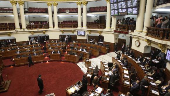 A SUS CASAS. Hasta el último, legisladores suspendidos quisieron evitar la sanción disciplinaria. (Alberto Orbegoso)