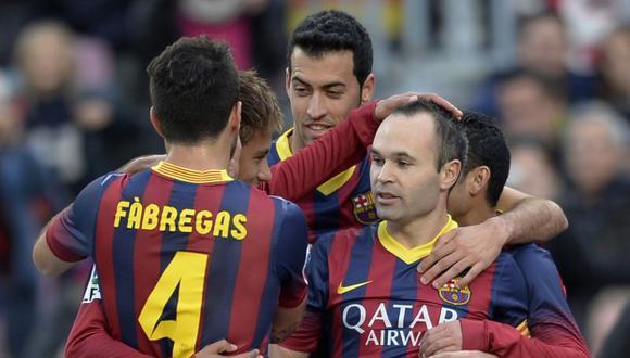 Primera vez. Iniesta anotó su primer penal con Barcelona. (AFP)
