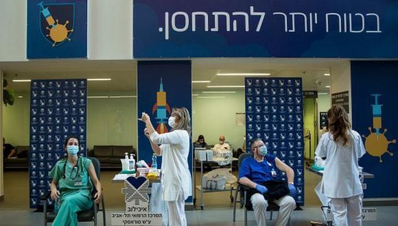 Israel tiene la campaña de inmunización contra la COVID-19 más avanzada del mundo. (GETTY IMAGES)