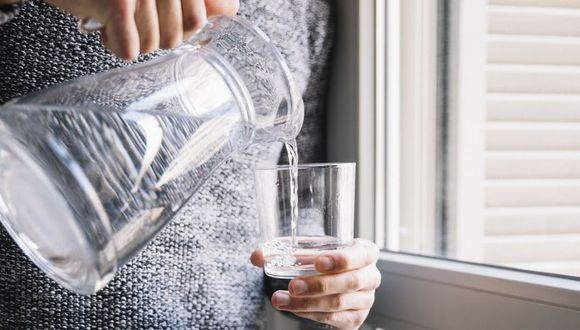 Se debe tomar al día alrededor de dos litros de agua. (Foto: Pixabay)
