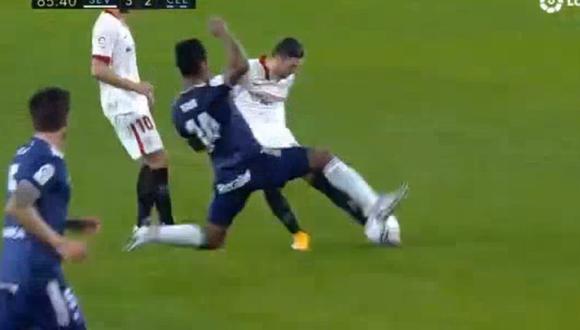 Renato Tapia intentó desviar el disparo de Escudero que terminó en el 3-2 de Sevilla ante Celta de Vigo. (Fuente: LaLiga)