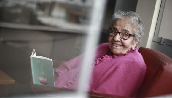 Raquel Prialé, con 91 años de edad, acaba de publicar su segundo poemario (Foto: Renzo Salazar).