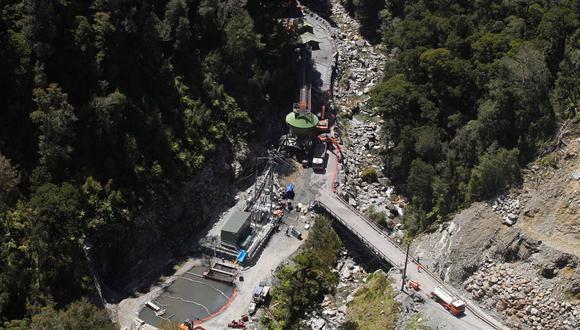 Fotografía aérea tomada en noviembre de 2010 que muestra el portal de acceso a la mina del río Pike, cerca de Greymouth, en la costa oeste de Nueva Zelanda. (AFP)