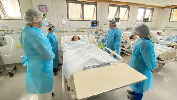 Sigue subiendo los casos de contagios y muertes por COVID_19, señaló el titular de Salud, Óscar Ugarte.