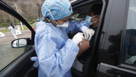 Desde el 30 de junio, las personas mayores de 50 años de edad, residentes en Lima Metropolitana y Callao, empezaron a recibir su primera dosis de la vacuna contra el coronavirus. (Foto: GEC)