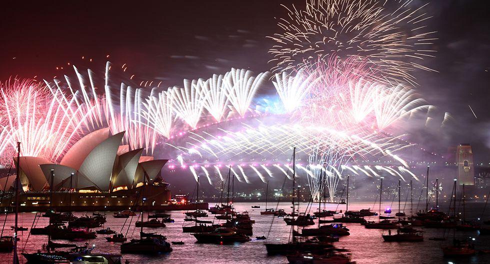 Los fuegos artificiales de Nochevieja estallan sobre el emblemático Harbour Bridge y la Ópera de Sydney durante el espectáculo de fuegos artificiales el 1 de enero de 2020. (Foto: AFP)