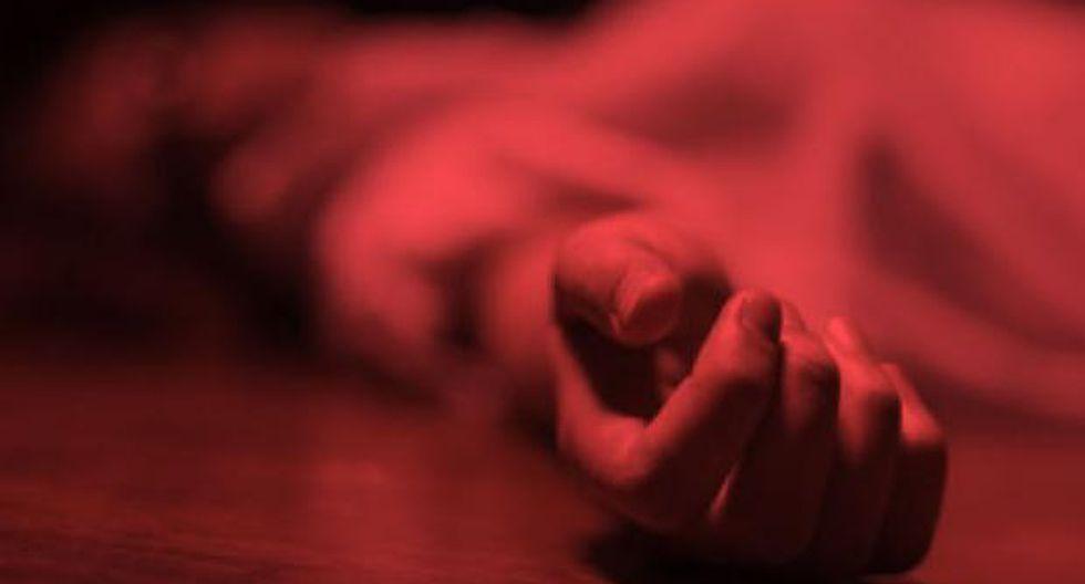 Murió mujer que fue quemada con gasolina por su esposo mientras dormía. (GETTY)