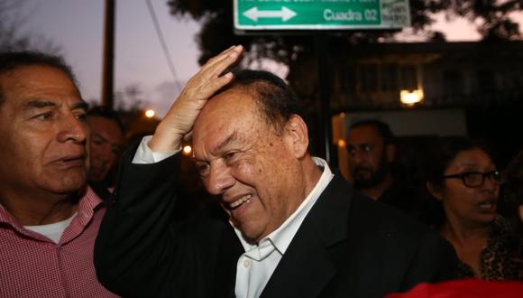 Luis Alva Castro es brutalmente agredido a su salida de la residencia del embajador de Uruguay. (Alessandro Currarino)