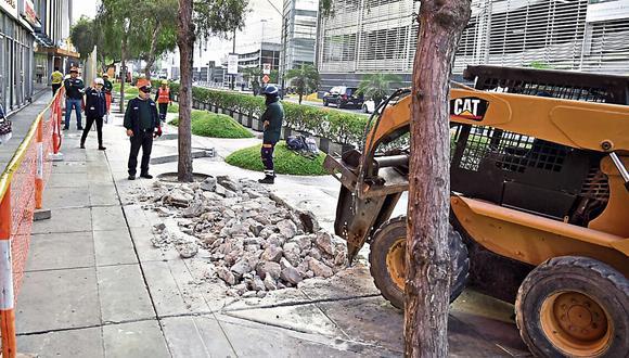 Vecinos manifestaron su malestar por retrasos de obras.