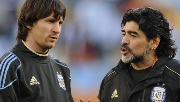 Diego Maradona dirigió a Lionel Messi en la selección de Argentina, en el Mundial Sudáfrica 2010. (Foto: AFP)