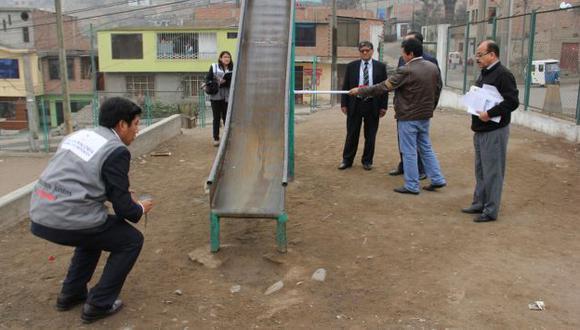 Fiscalía recomienda a autoridades dar mantenimiento permanente a los juegos infantiles. (Andina)