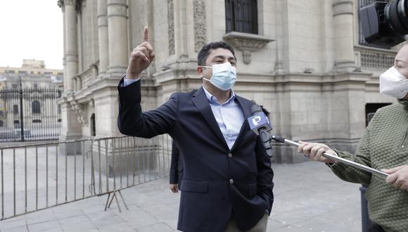 El congresista Guillermo Bermejo (Perú Libre) indicó que en la reunión no se indicó en qué fecha el Gabinete se presentará ante el Congreso. (Foto: Jessica Vicente/@photo.gec)