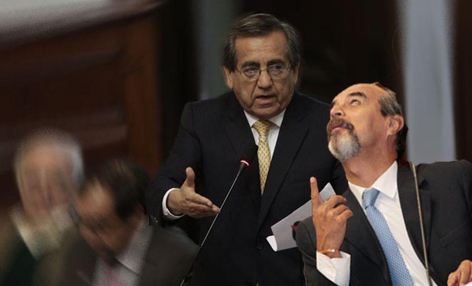 Mauricio Mulder señala que Jorge del Castillo rompió acuerdo sobre censura contra Jaime Saavedra. (Composición)