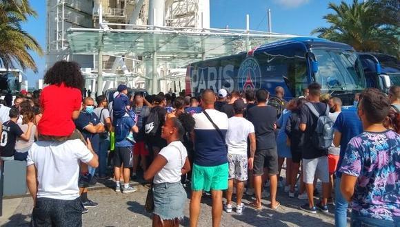 Hinchas del PSG y del Atalanta no respetaron la distancia social camino al Estadio da Luz