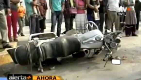 Motociclista murió tras choque con retroexcavadora en Chosica. (ATV )