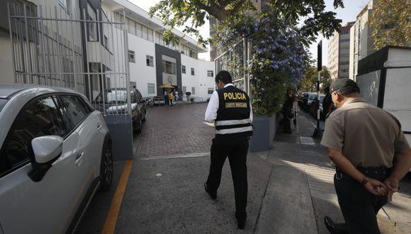 La Policía realiza un trabajo de custodia en la clínica donde está internado el ex presidente.(César Campos/Perú21).