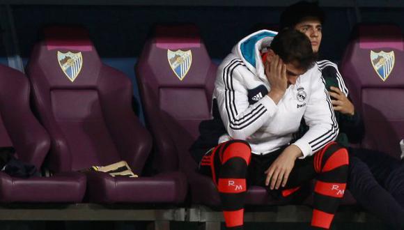 Molestia. Casillas vio la derrota de su equipo desde el banco. (Reuters)