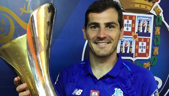 Iker Casillas sumó su título 24 en su carrera al ser campeón con Porto de la Supercopa de Portugal. (Twitter)