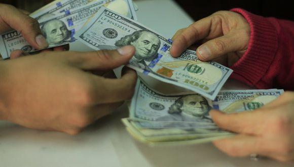 En casas de cambio, el dólar se cotiza a S/ 3.327 (compra) y S/ 3.328. (Foto: USI)