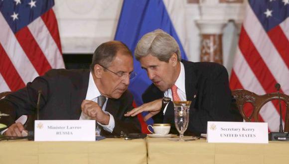 El secretario de Estado de EEUU, John Kerry, y su homólogo ruso Sergei Lavrov se reúnen desde el jueves en Ginebra. (AP)