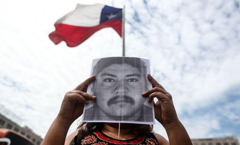 Uno de los cuatro carabineros imputados por el homicidio del comunero Catrillanca grabó un video en el que asegura que fueron obligados a mentir y dar declaraciones falsas. (Foto: EFE)