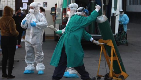 Al menos 115 médicos se contagiaron del COVID-19 y otros siete han fallecido en Arequipa. (EFE)