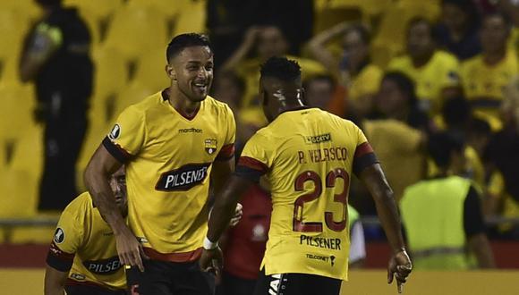 Barcelona y Cerro Porteño, recientes verdugos de Sporting Cristal y Universitario de Deportes, respectivamente, buscan completar el grupo A del certamen continental. (Foto: AFP)
