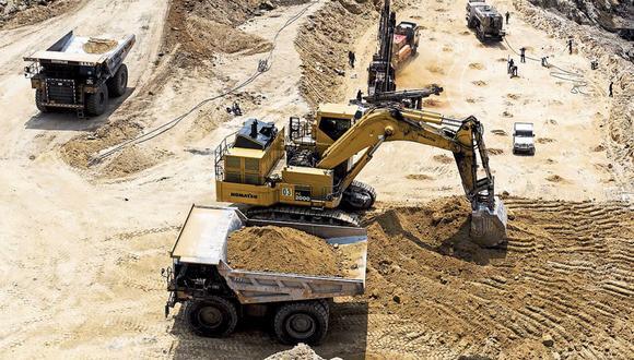Claudia Sícoli, Juan Guillén y Marcel Ramírez coinciden en que la priorización de los proyectos mineros es de vital importancia para apoyar en la reactivación de la economía peruana. / AFP / XAVIER GALIANA