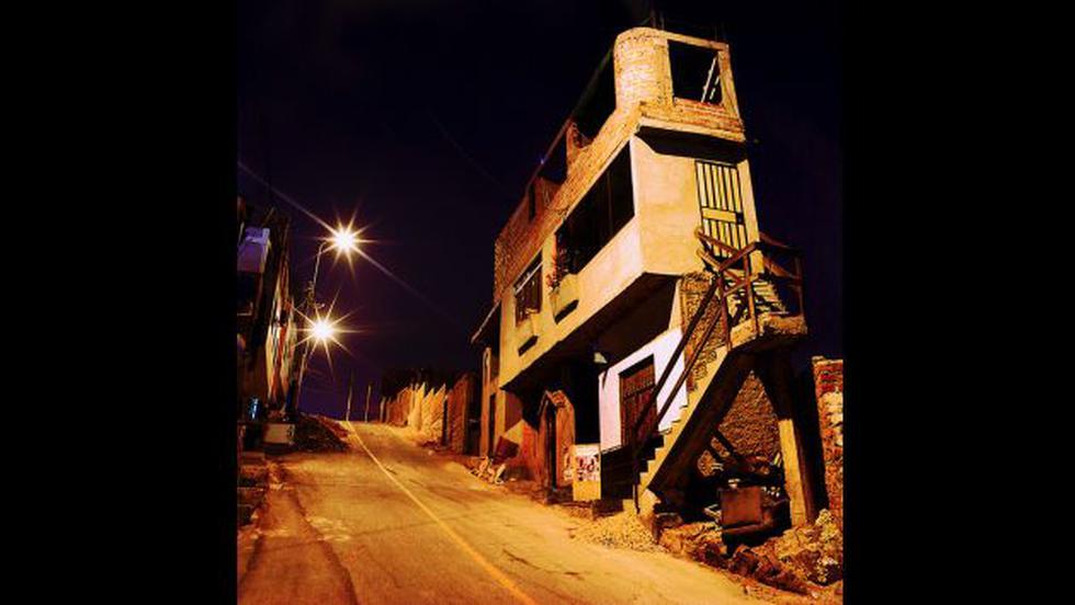 Foto de una calle de Chorrillos tomada por Santiago Bustamante (Galería Forum).