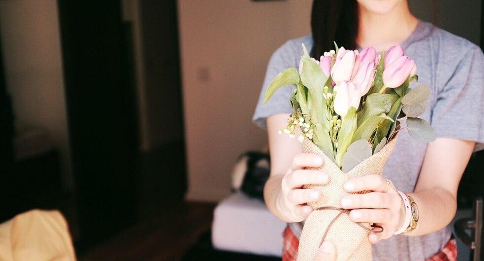Un hombre planeó la forma de demostrarle a su esposa que ni la muerte sería impedimento para demostrarle cuánto la amaba enviándole flores cada año. (Foto: Pixabay/Referencial)