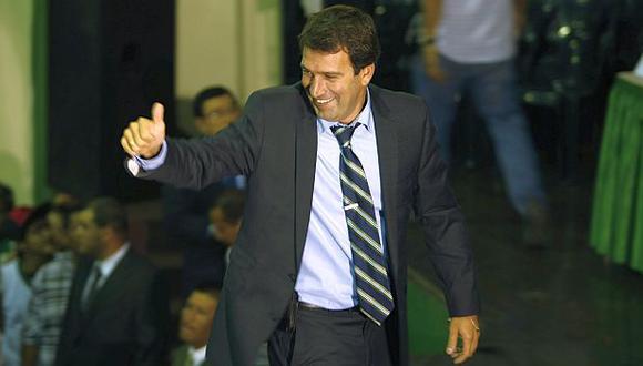 Santos declinó su precandidatura a Lima a favor de Jaime Zea. (USI)
