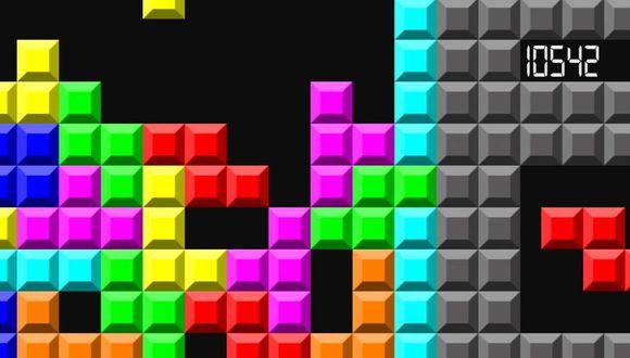 """FOTO 2   1980 - Un dúo histórico: Game Boy y """"Tetris"""""""