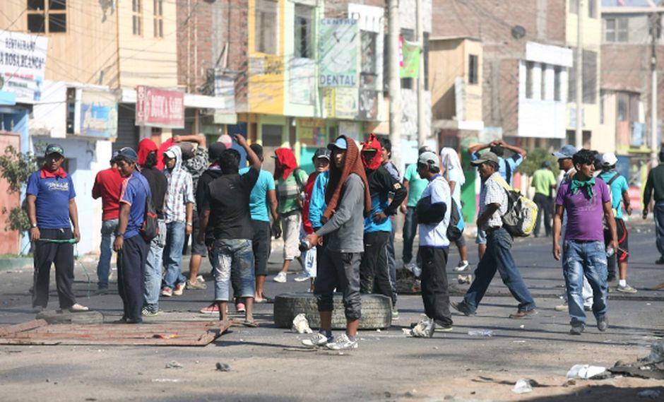 Turba continuó ayer con sus protestas en Chala. (Heiner Aparicio)