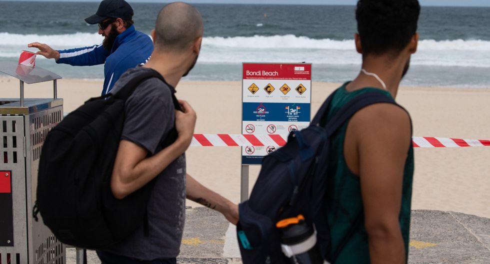 Australia ha cerrado temporalmente la famosa playa de Bondi, en Sídney, después de que miles de personas acudieran allí en contra de la prohibición de congregaciones al aire libre de más de 500 personas para evitar la propagación del COVID-19. (EFE).